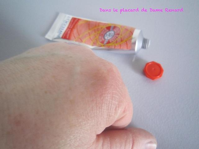 Cr me pour les mains fleur de mangue de l occitane dans - Odeur de renferme dans les placards ...