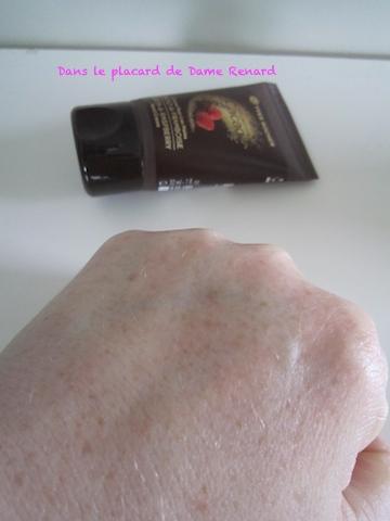 Collection cacao version mains dans le placard de dame - Odeur de renferme dans les placards ...