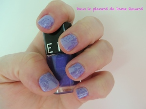 Stamping fleurs façon motif cachemire (vernis: New Year's resolution et You're Such a BudaPest)