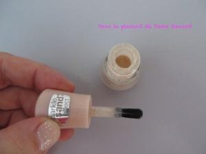 Colour & go sparkle sand effect Essence teinte: hey nude!