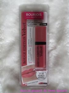 Rouge Edition Velvet teinte 09 Happy Nude Year Bourjois