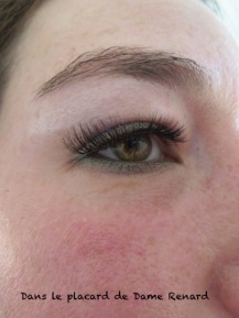 Faux-cils-Look-so-Natural-Iconic-Kiss-05