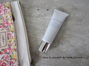 Illuminating-CC-Cream-Ideal-Radiance-Artistry-01