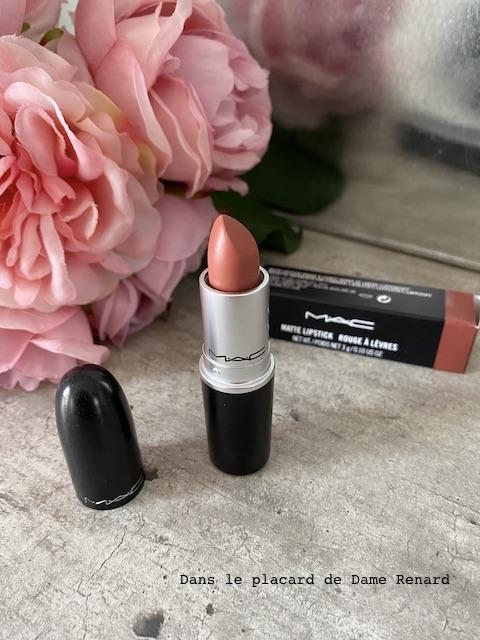 matte-lipstick-mac-velvet-teddy-02