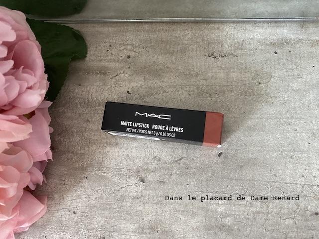 matte-lipstick-mac-velvet-teddy-03