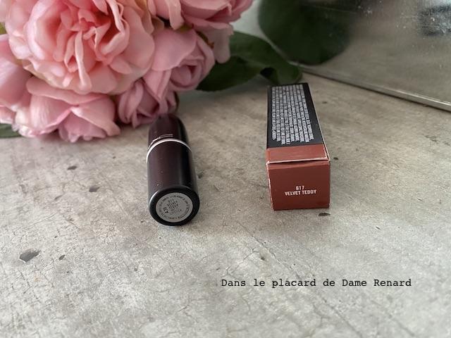 matte-lipstick-mac-velvet-teddy-04