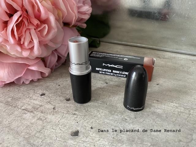 matte-lipstick-mac-velvet-teddy-06