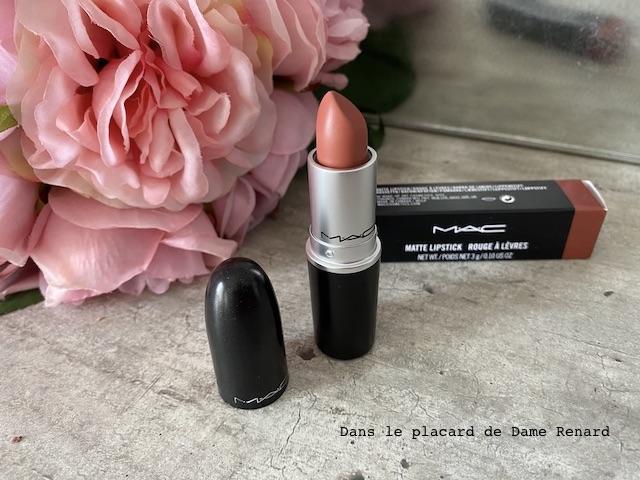 matte-lipstick-mac-velvet-teddy-07