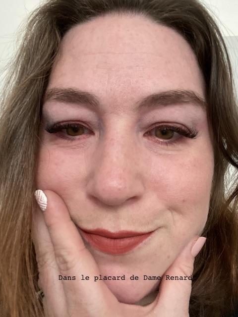 maquillage-avec-ultra-matte-liquid-lipstick-les-macarons-l-oreal-infinite-spice-01