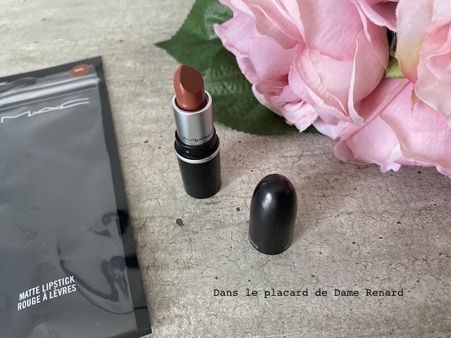 matte-lipstick-mac-whirl-05
