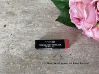 powder-lipstick-mac-stay-curious-01
