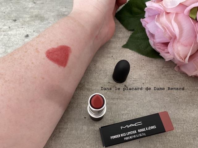 powder-lipstick-mac-stay-curious-09